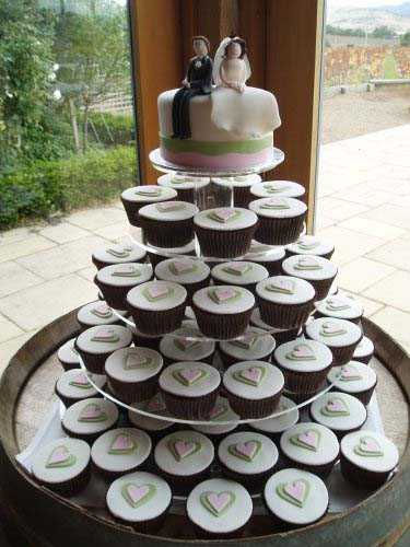 wedding_cup_cakes_hearts_cake_topper