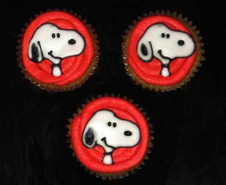 Snoopy Cupcakes 2