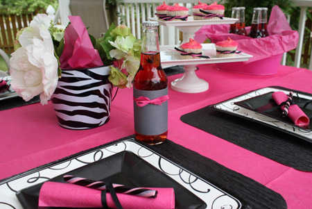 divine-pink-and-black-table-decor21