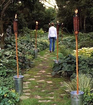 C mo iluminar una fiesta al aire libre fiesta101 - Antorchas solares para jardin ...