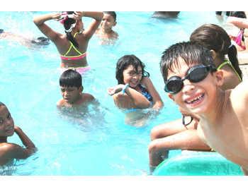 Fiesta de cumplea os en la piscina para ni os fiesta101 for Amazon piscinas infantiles