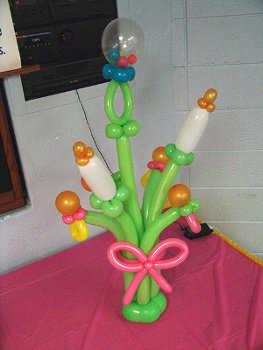 hechas con globos y completada con mariposas, como este ejemplo