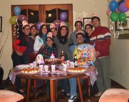 ella no saba nada la por completo su esposo fue nuestro cmplice decoramos mi casa con globos de colores imgenes de las princesas de