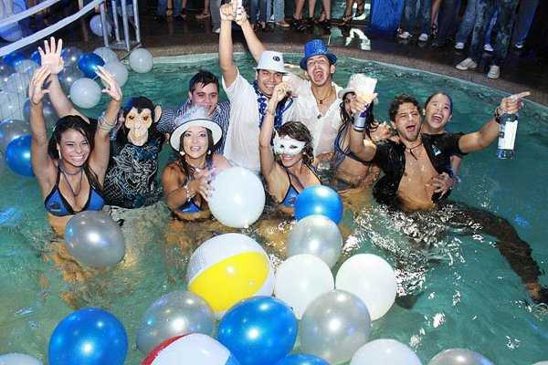 Fiesta de cumplea os celebra un a o m s en la playa for Ideas para cumpleanos en piscina