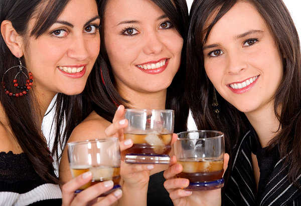 Los mejores cócteles para prepararlos en compañía de tus mejores amigas