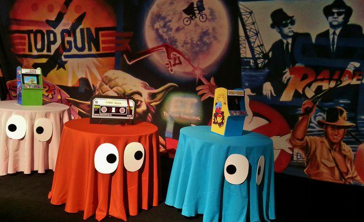 Manteles inspirados en los fantasmas de Pacman, el videojuego de antaño